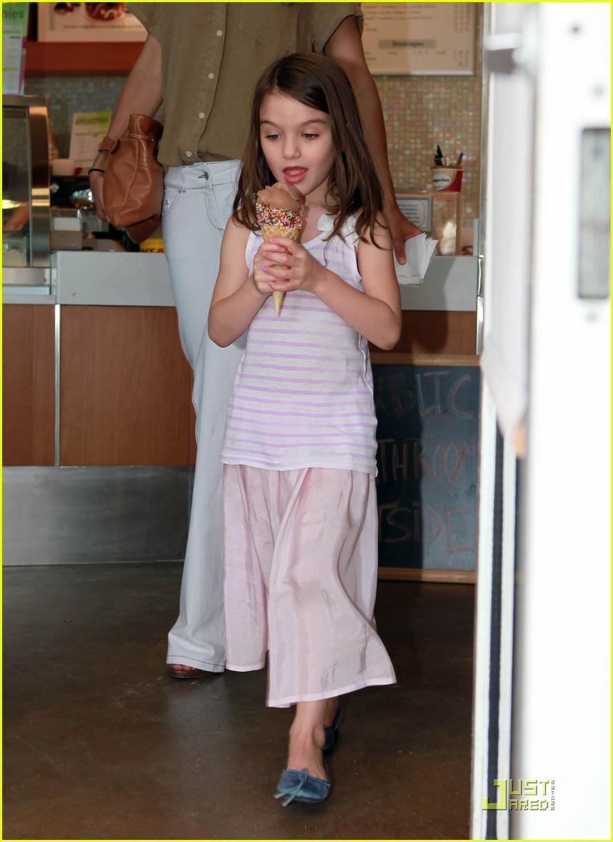 katie holmes suri ice cream 102544704