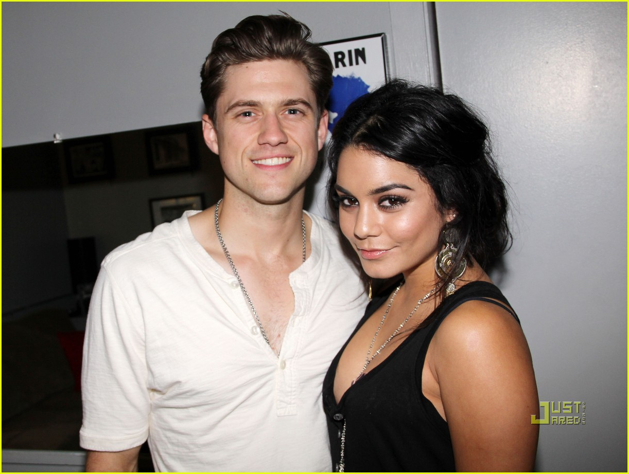 vanessa hudgens aaron tveit catch me if you can 012548367