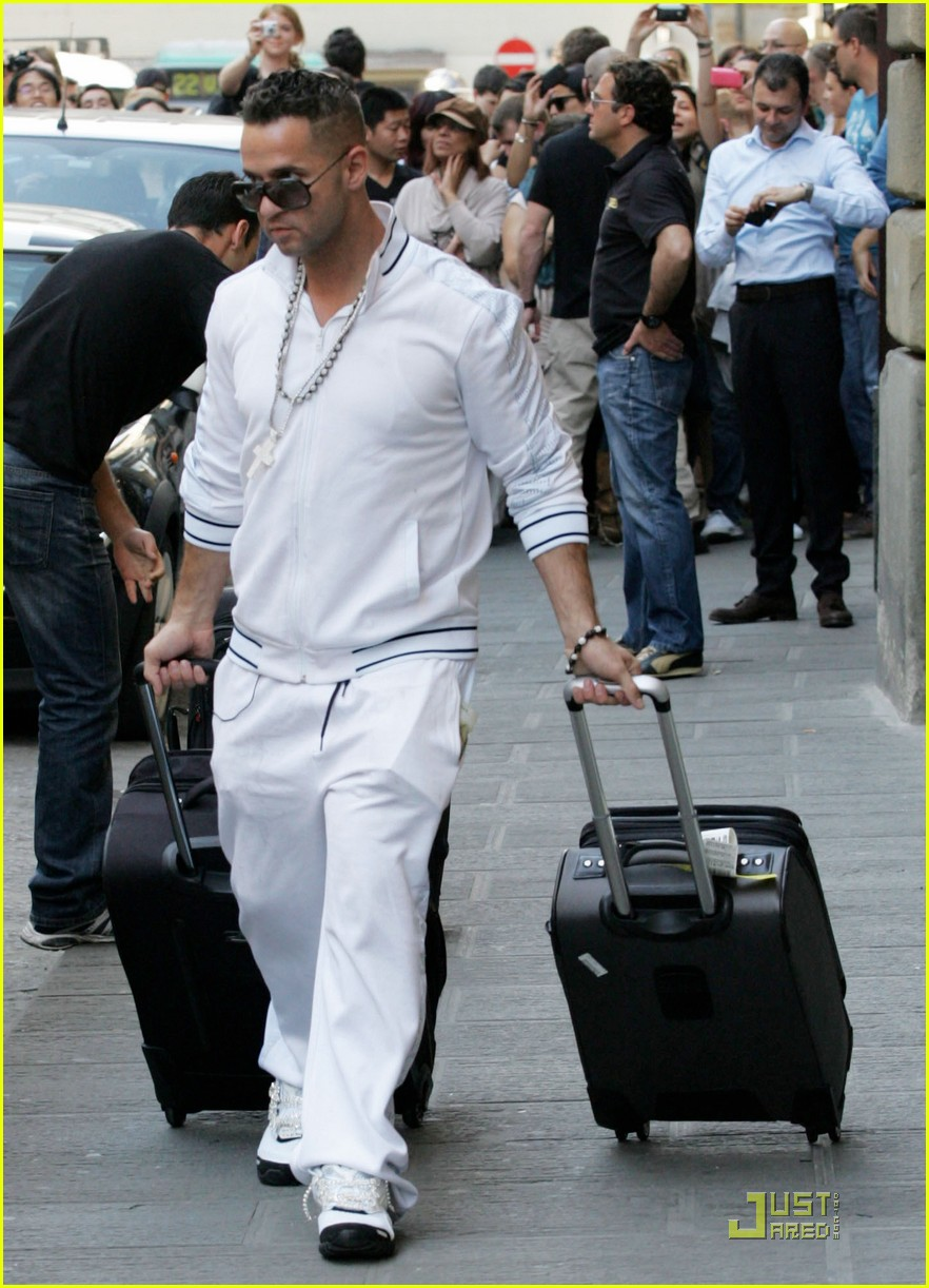 snooki the situation jersey shore cast arrives in italy 01