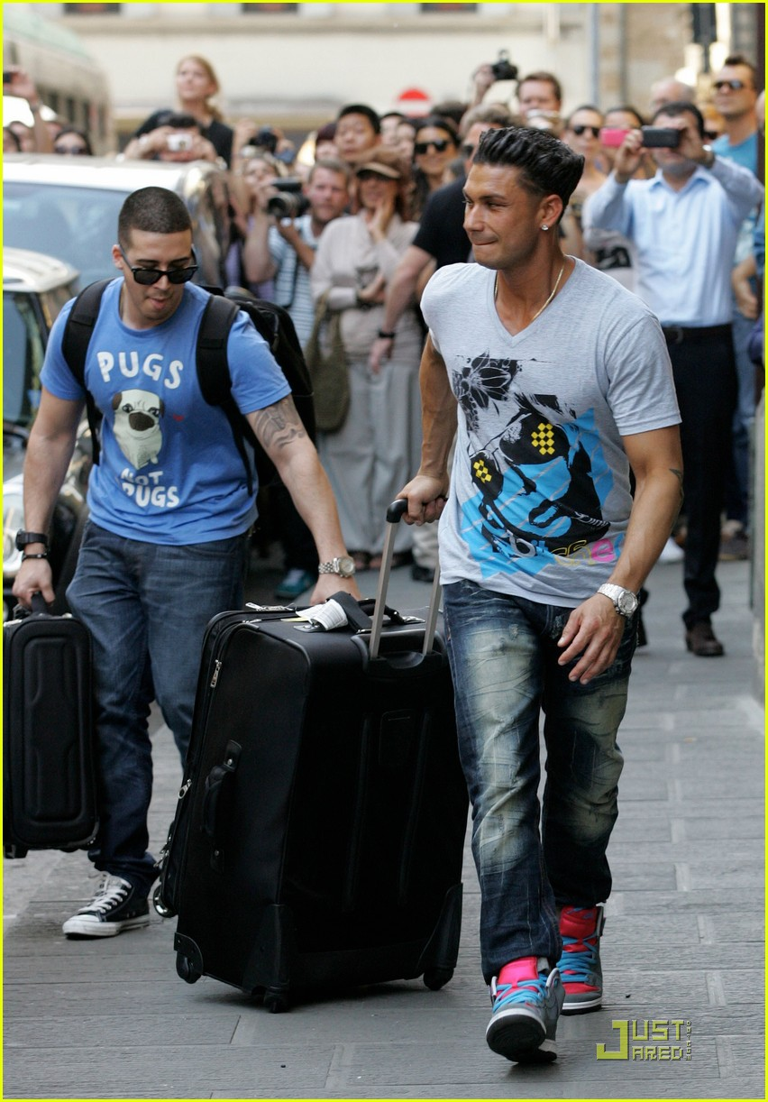 snooki the situation jersey shore cast arrives in italy 02
