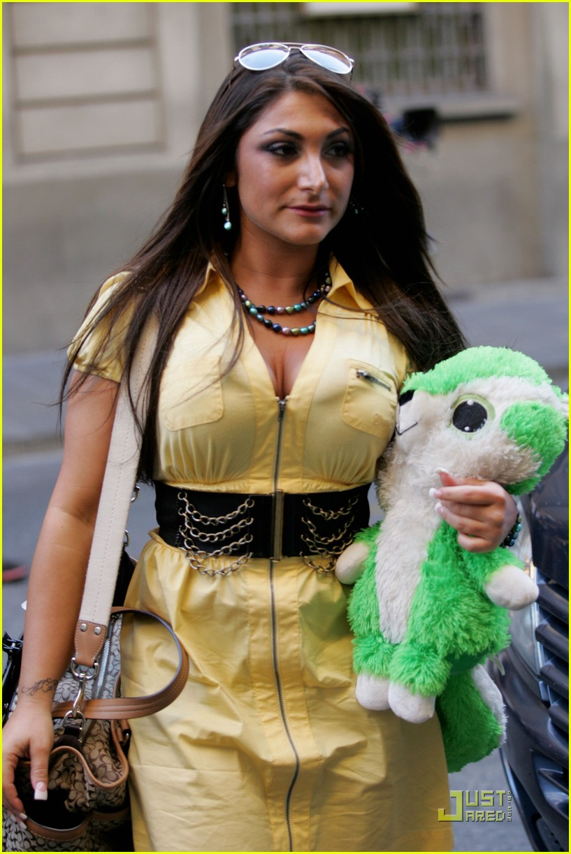 snooki the situation jersey shore cast arrives in italy 03