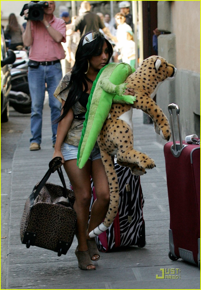snooki the situation jersey shore cast arrives in italy 052543583