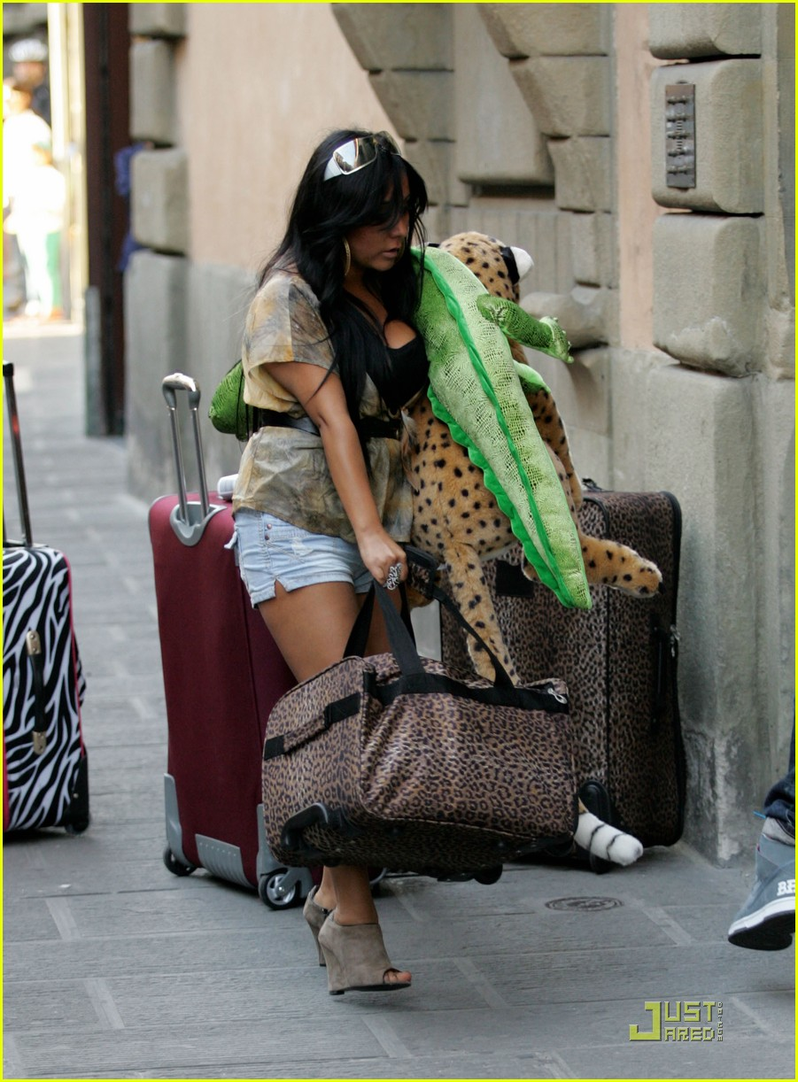 snooki the situation jersey shore cast arrives in italy 132543591