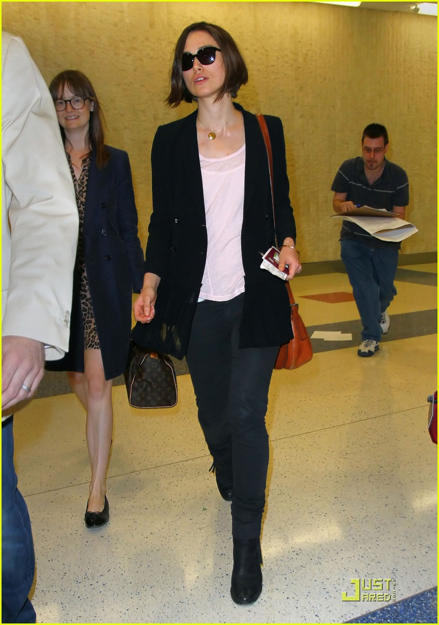 keira knightely arrives in nyc 01