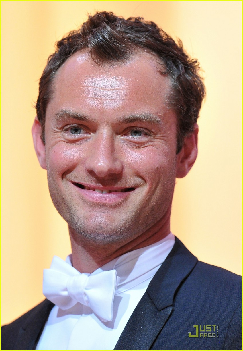 jude law cannes opening ceremony with uma thurman 04