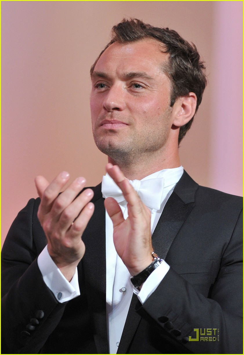 jude law cannes opening ceremony with uma thurman 08