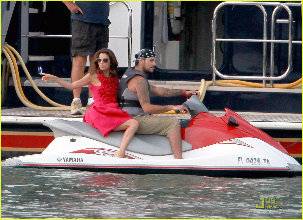 eva longoria jet skiing with eduardo cruz 05