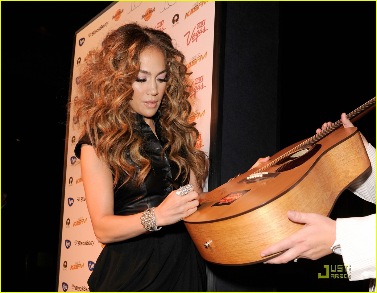 jennifer lopez love cd signing 10