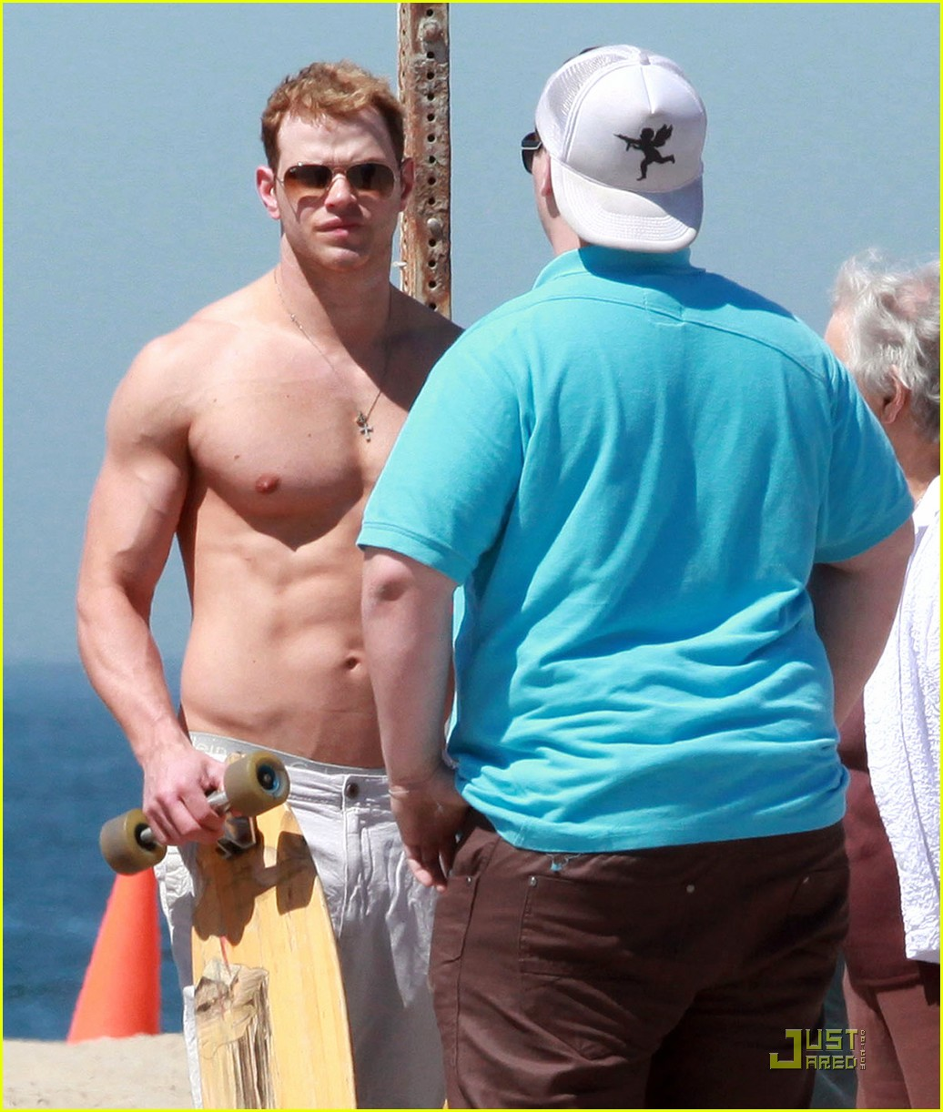 kellan lutz shirtless in venice beach 03