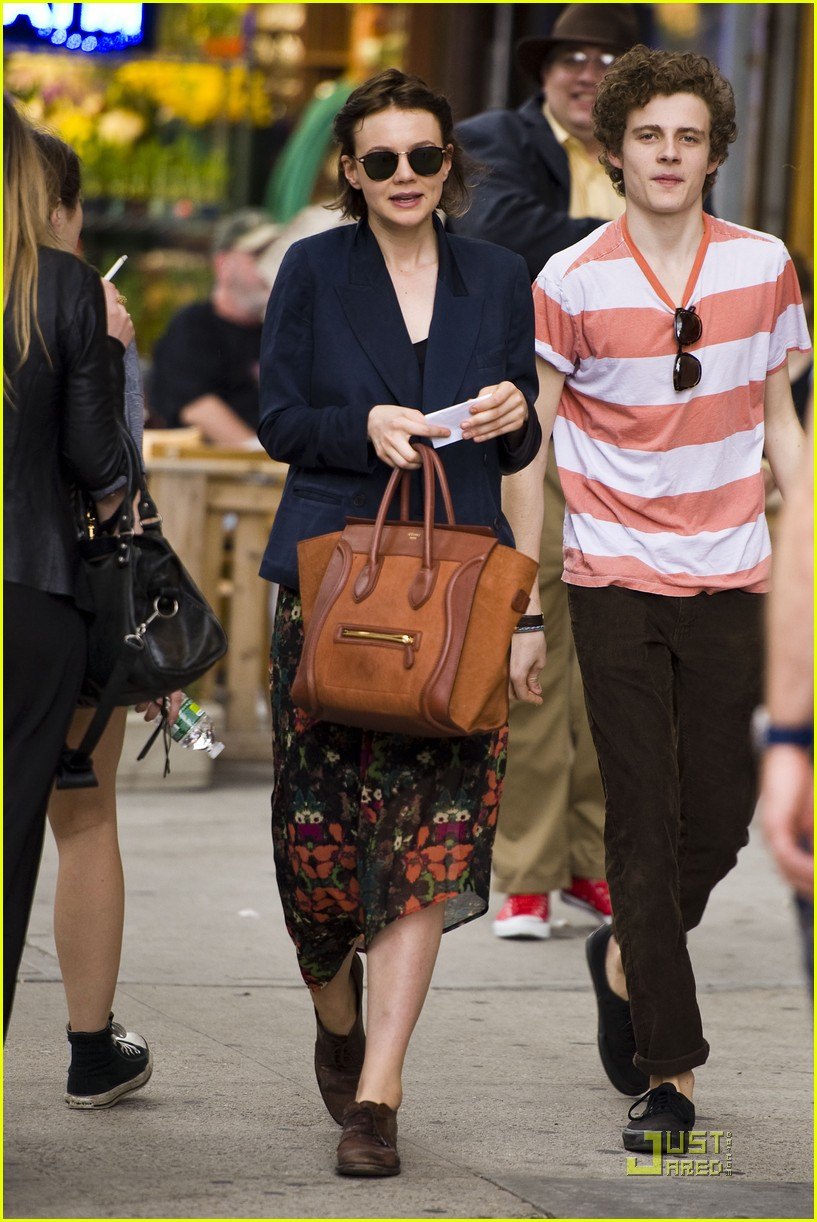carey mulligan departing play 06