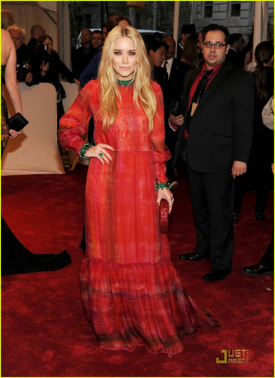 mary kate ashley olsen met ball 2011 03