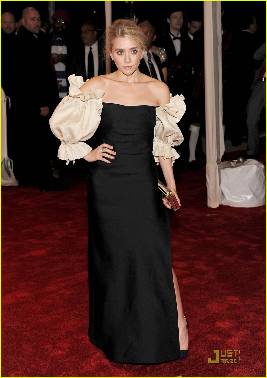 mary kate ashley olsen met ball 2011 04