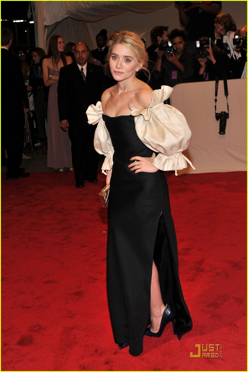 mary kate ashley olsen met ball 2011 06
