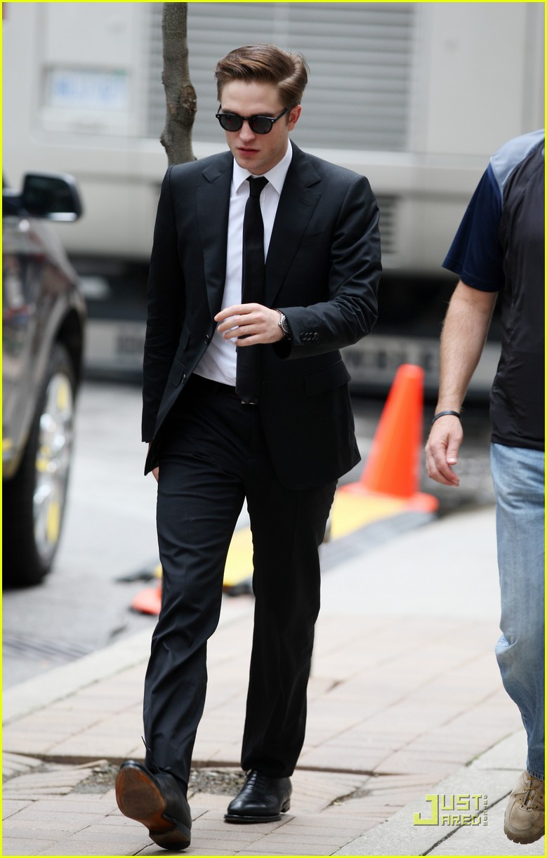 robert pattinson on set of cosmopolis 09
