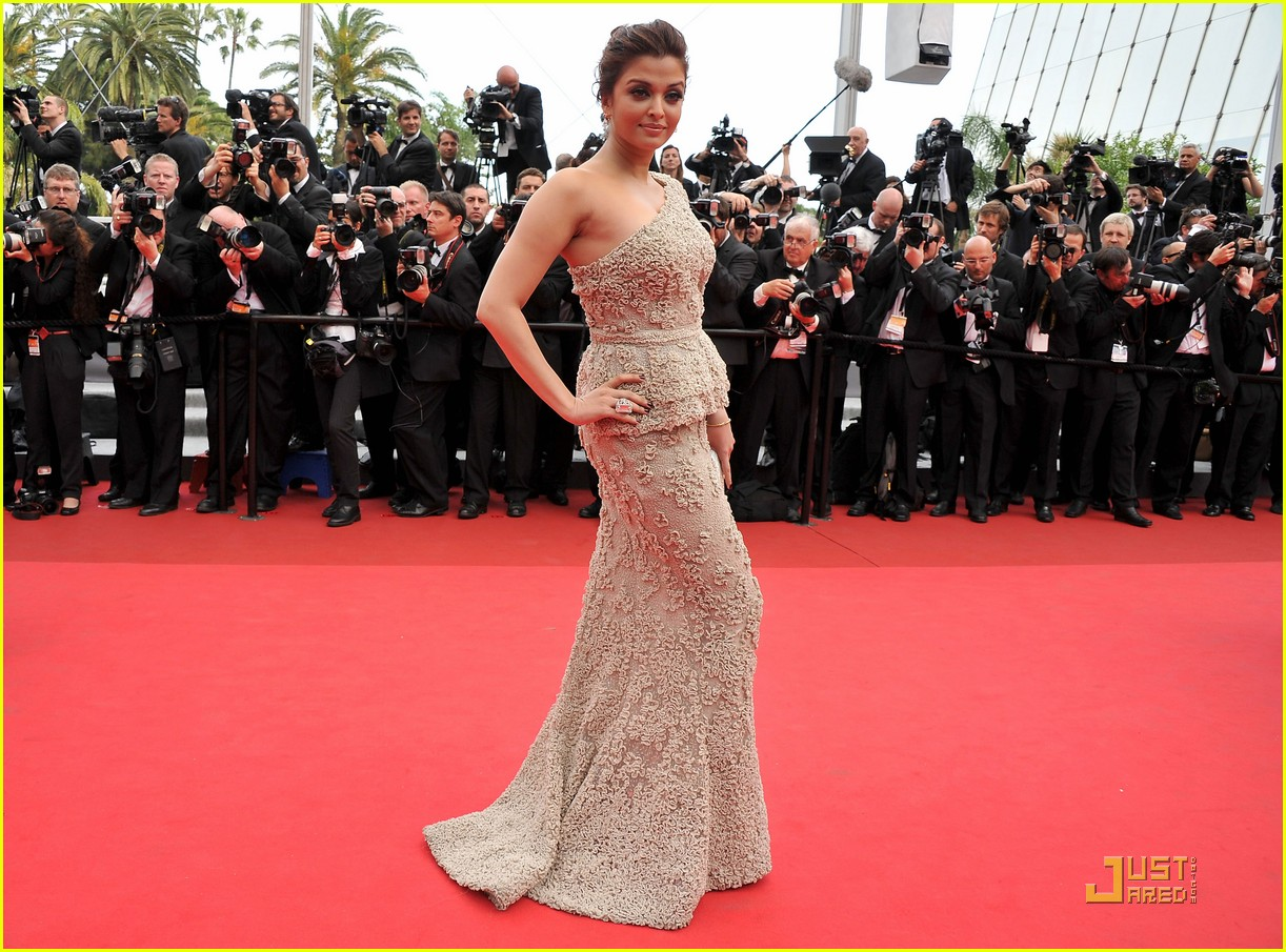 aishwarya rai cannes film festival opening ceremony 07