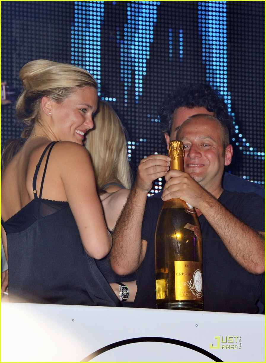 bar refaeli vip cannes 01