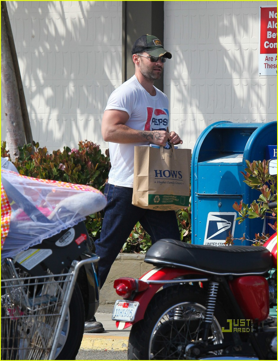 seann william scott pepsi shirt grocery store 11