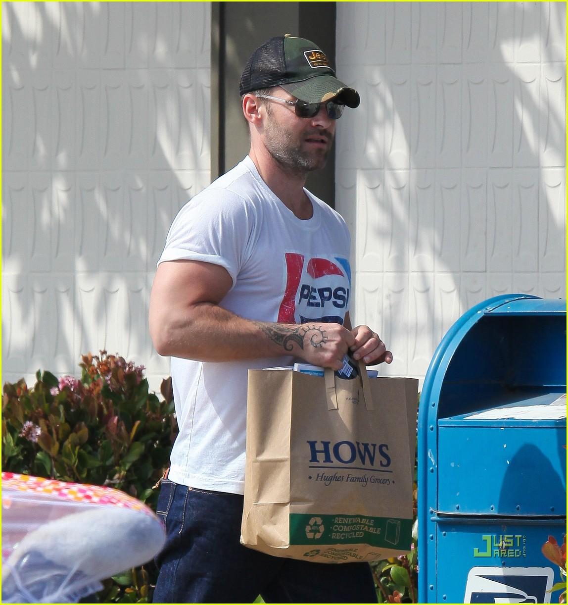 seann william scott pepsi shirt grocery store 12