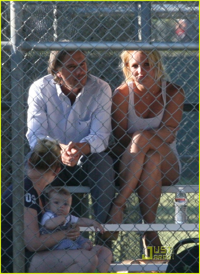 britney spears jamie lynn baseball game 012540474