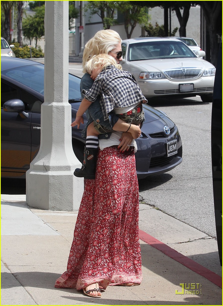 gwen stefani family outing 092548076