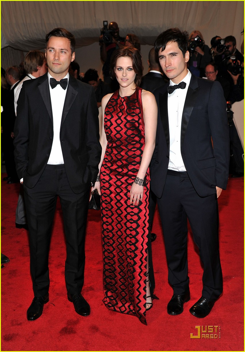 kristen stewart met ball 2011 03