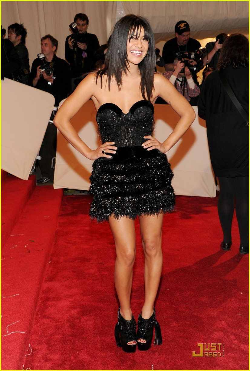 jessica szohr maggie grace met ball 2011 01