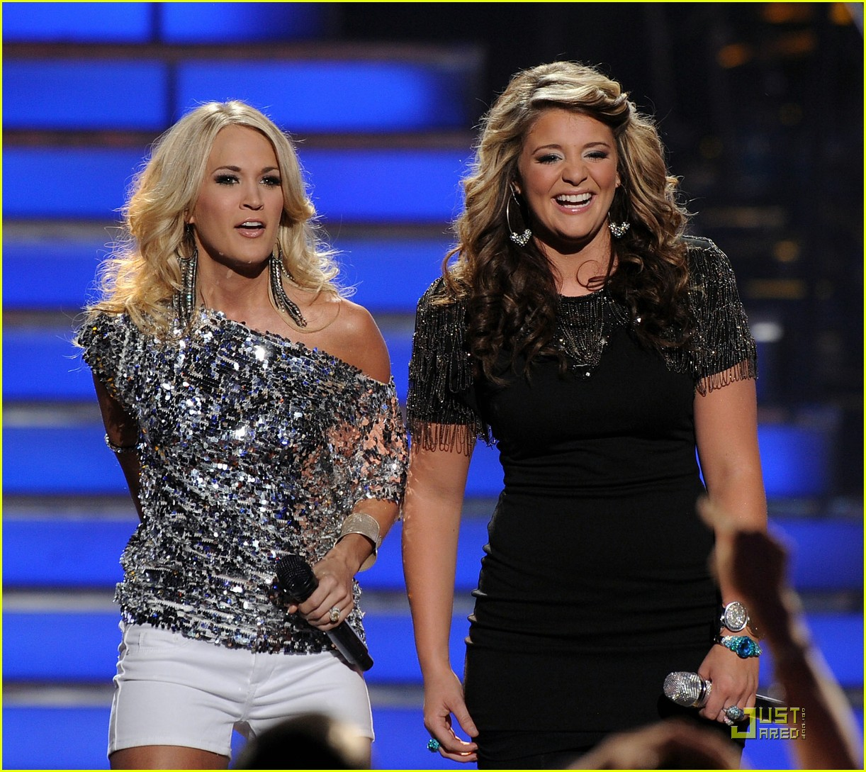 carrie underwood performs with lauren alaina 022547332