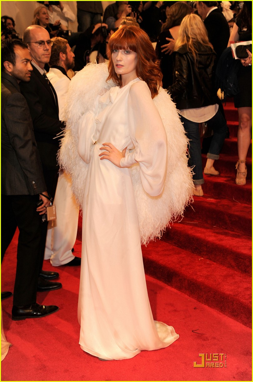 florence welch julianna margulies met ball 2011 04