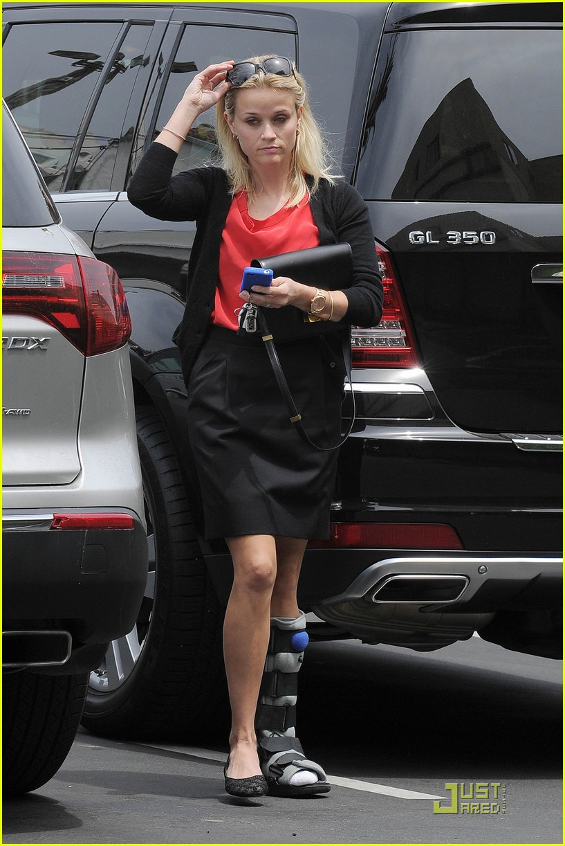 reese witherspoon blue plate oysterette visit 052544122