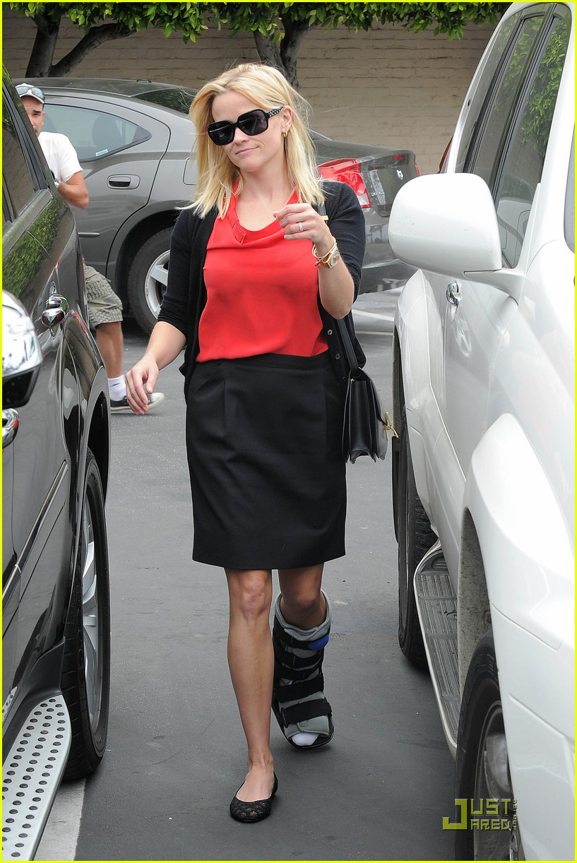 reese witherspoon blue plate oysterette visit 06