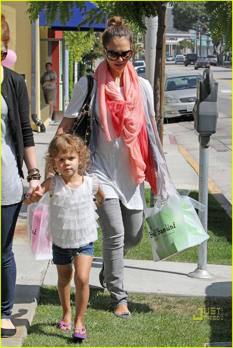 jessica alba shops bel bambini 072554817