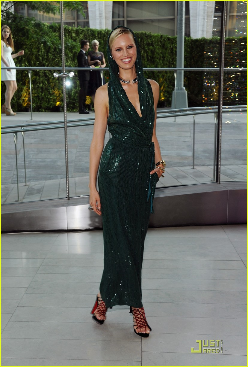 alessandra ambrosio chanel iman karolina kurkova cfda awards 10