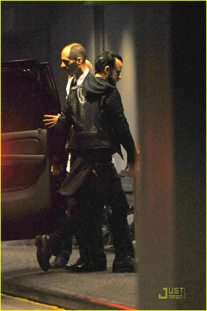 jennifer aniston waldorf astoria arrival with justin theroux 04