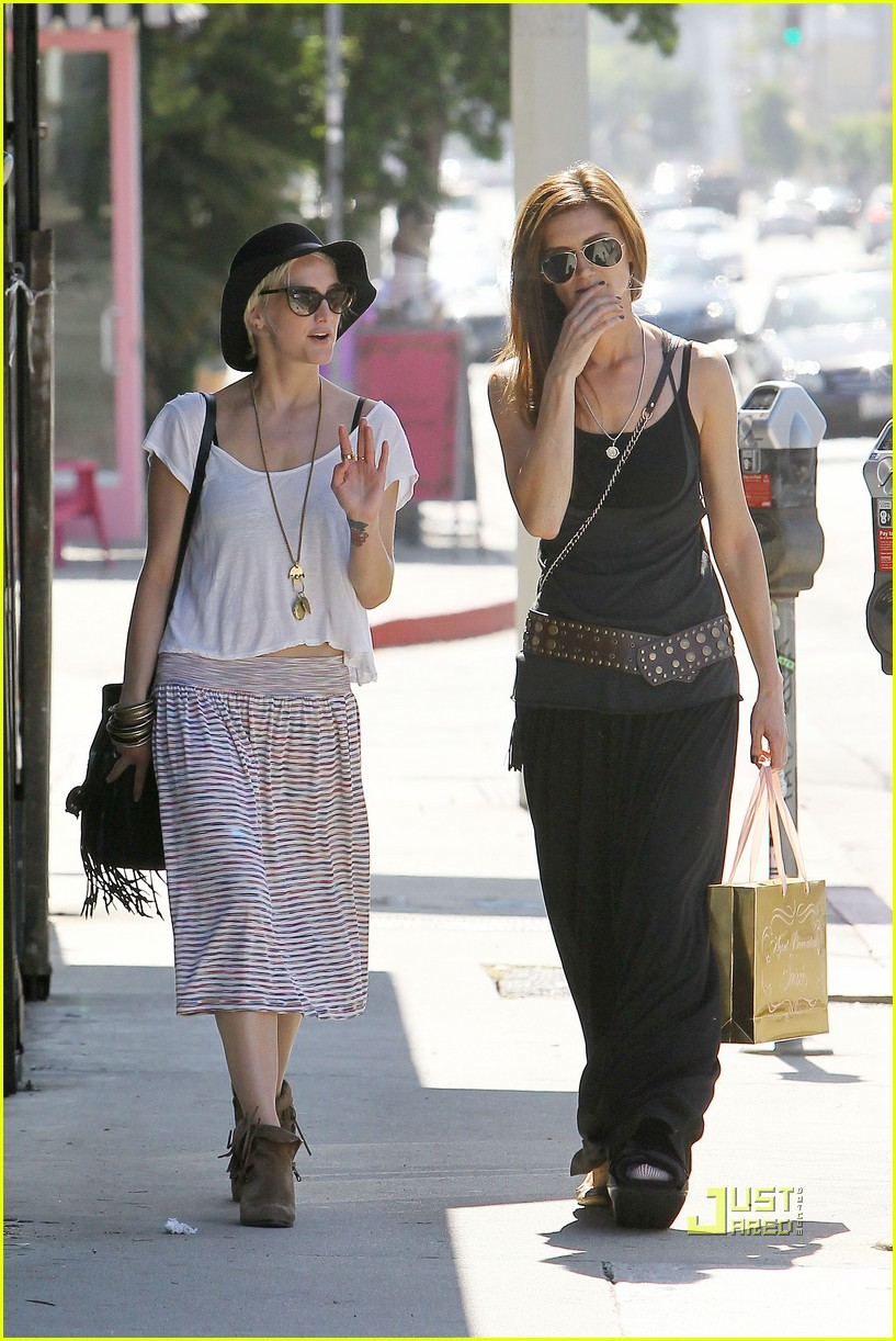 ashlee simpson friend shopping 11