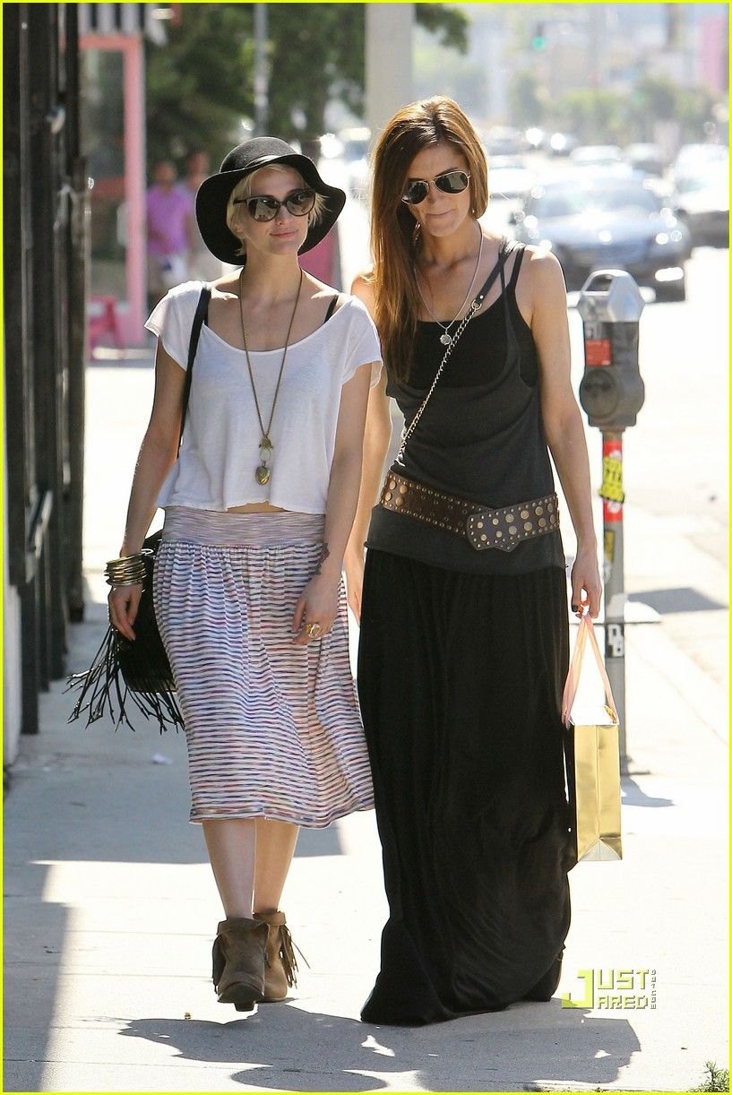 ashlee simpson friend shopping 12