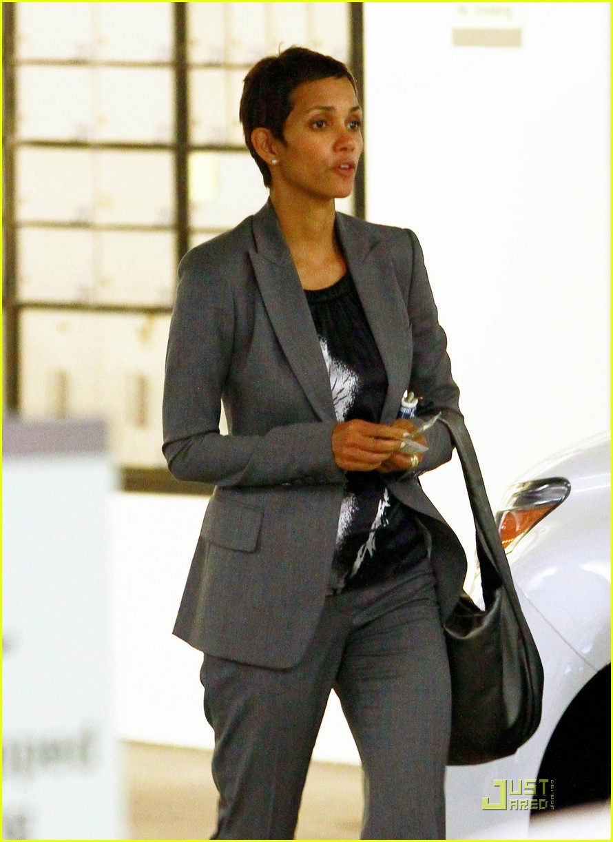 halle berry pacific design center 042556191