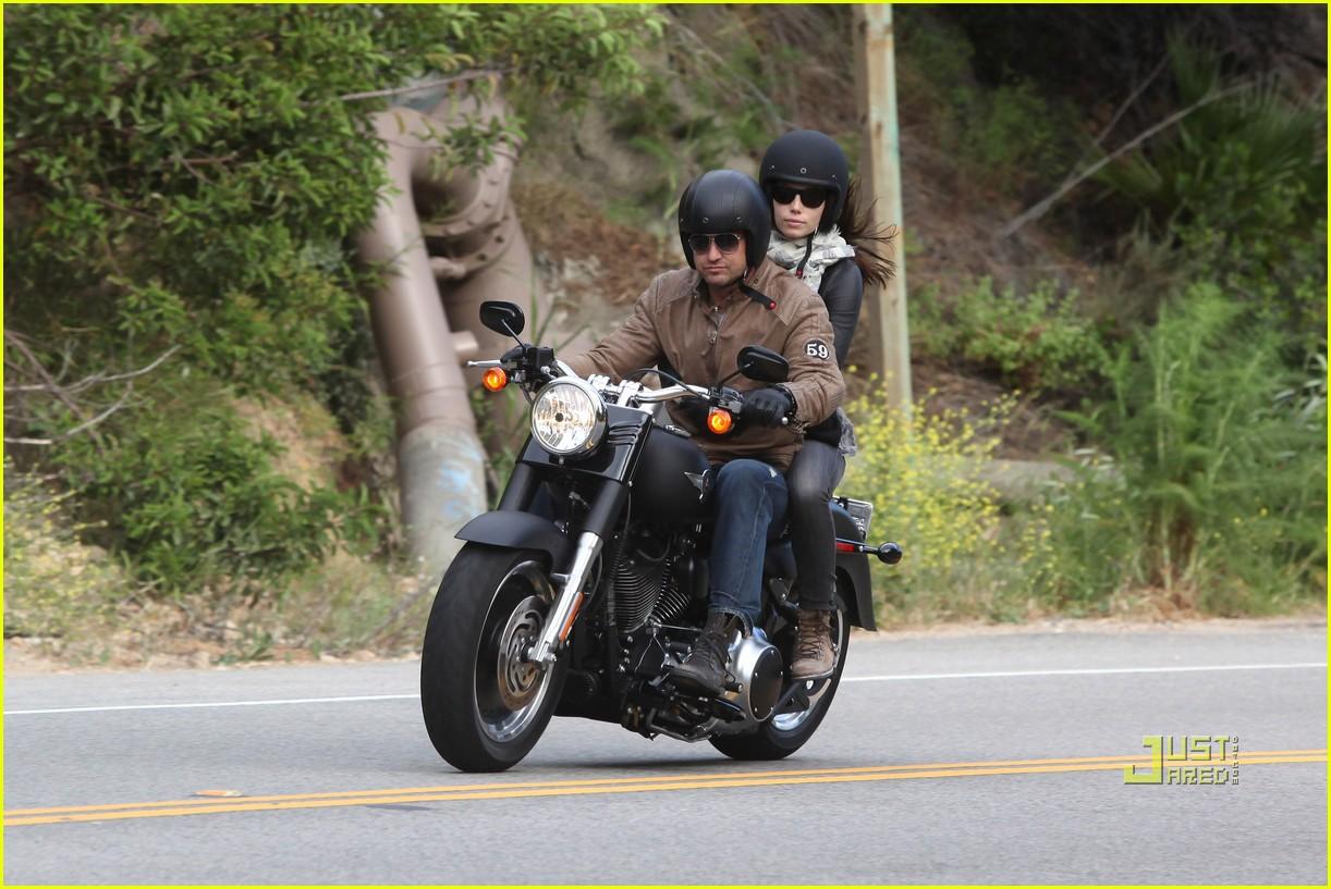 Gerard Butler: Motorcycle Ride with Jessica Biel! Gerard Butler