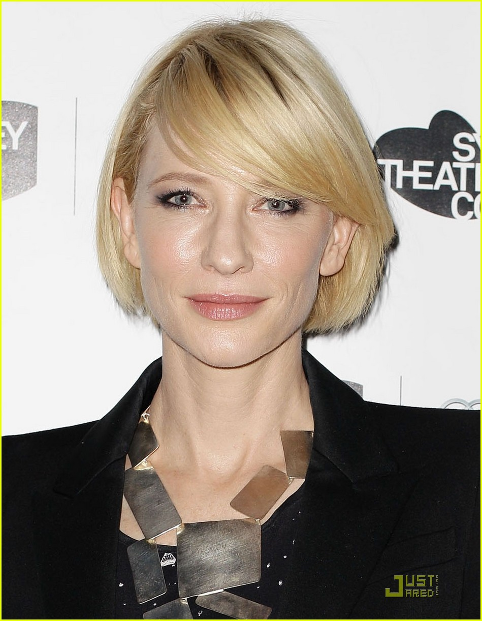 cate blanchett dame edna joins the hobbit 022554511
