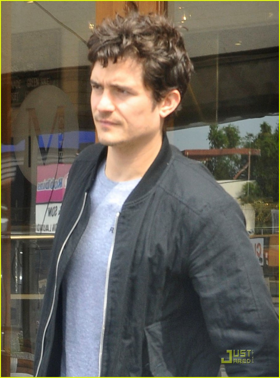 orlando bloom kisses for flynn 03