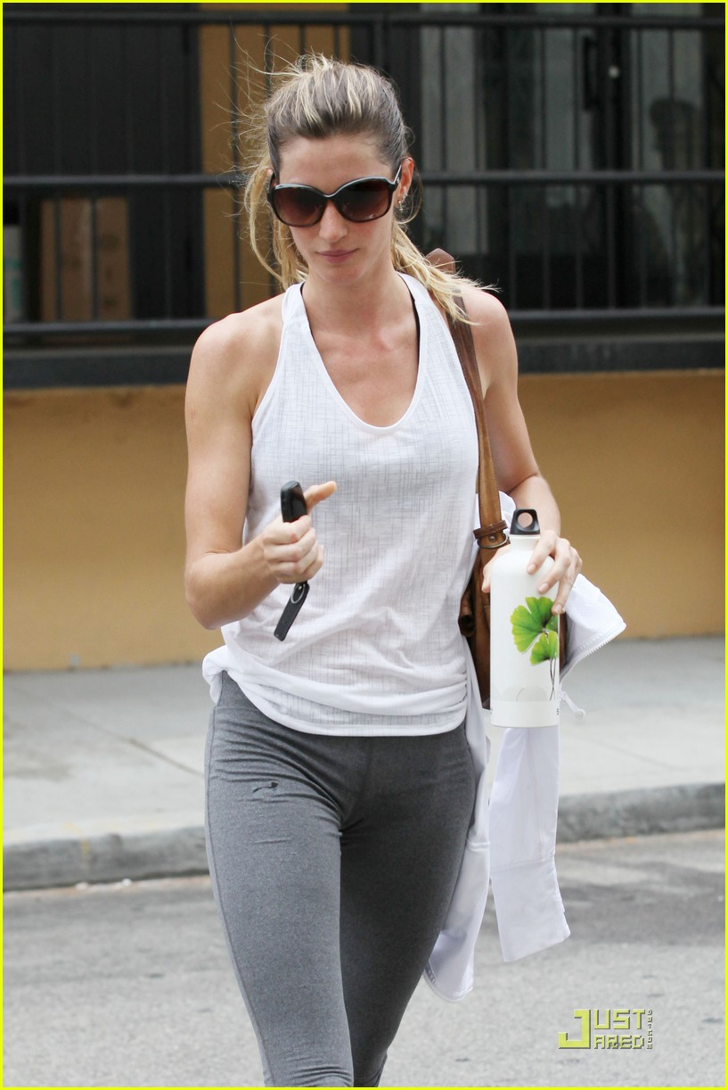 gisele bundchen water bottle 012551431