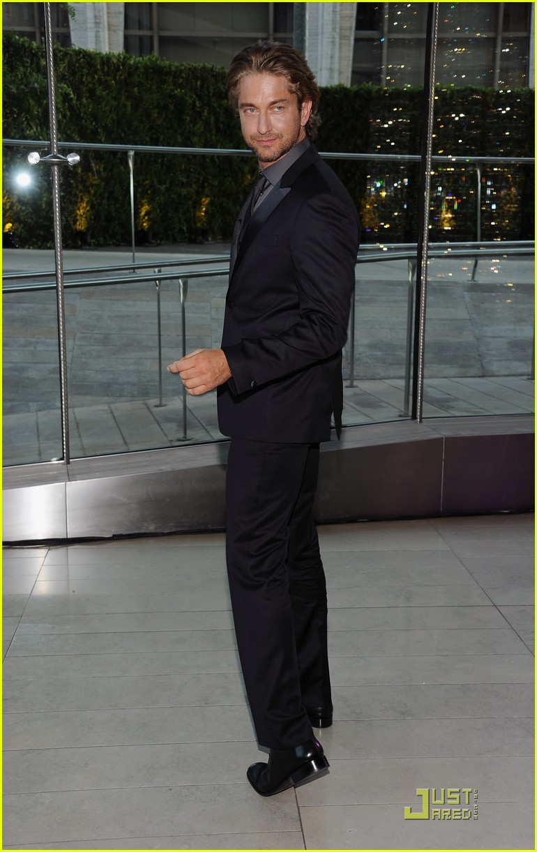 gerard butler cfda fashion awards 01