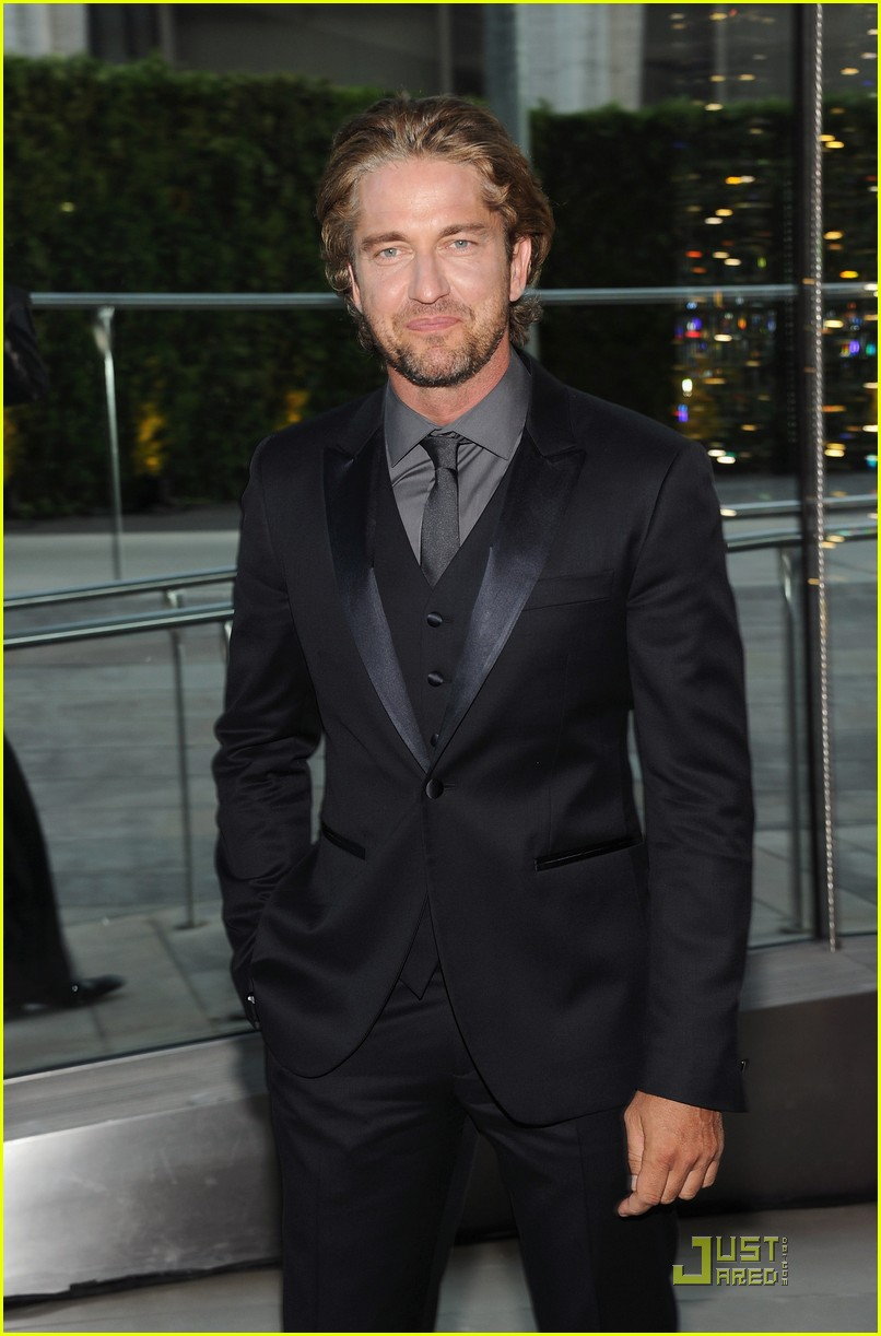 gerard butler cfda fashion awards 042550145
