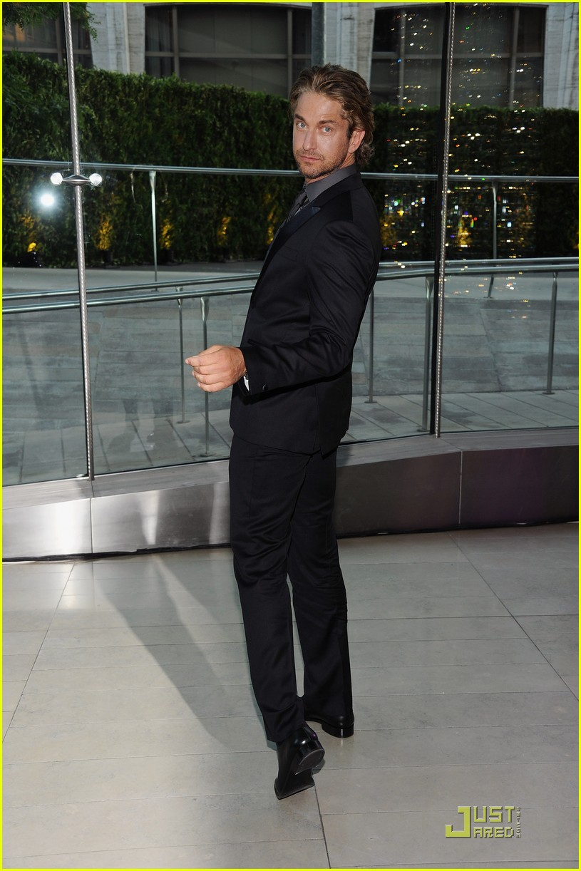 gerard butler cfda fashion awards 06