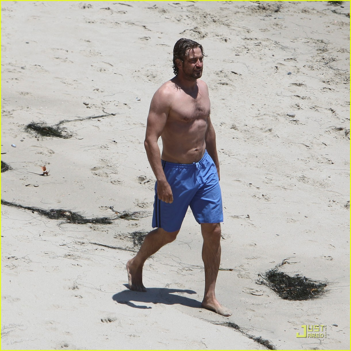 gerard butler shirtless stroll with mystery gal 03