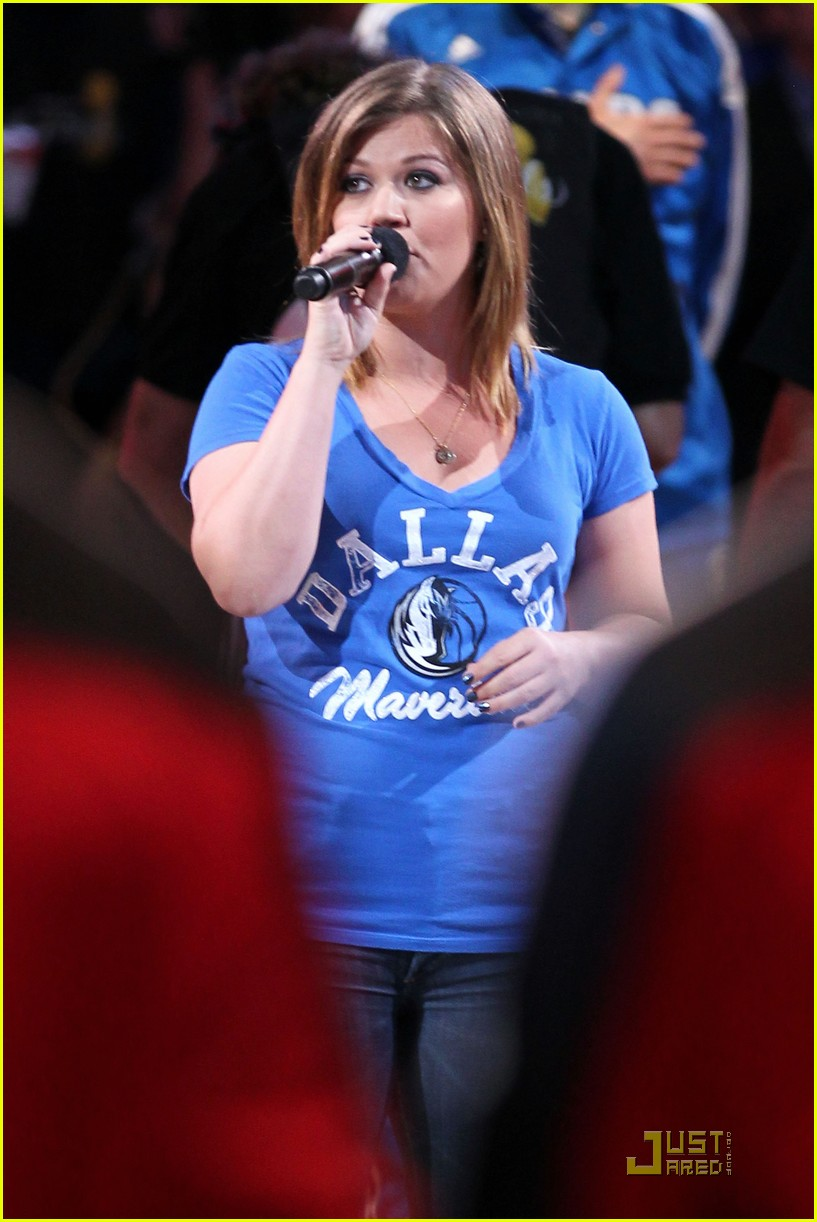kelly clarkson nationa anthem nba game 01