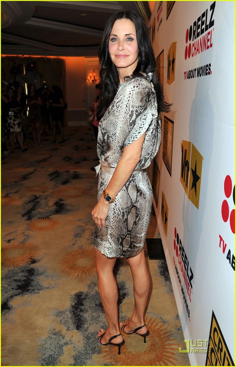 Courteney Cox Critics Choice Tv Awards With Busy