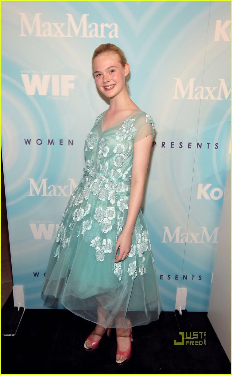 elle fanning crystal lucy women film awards 042553007