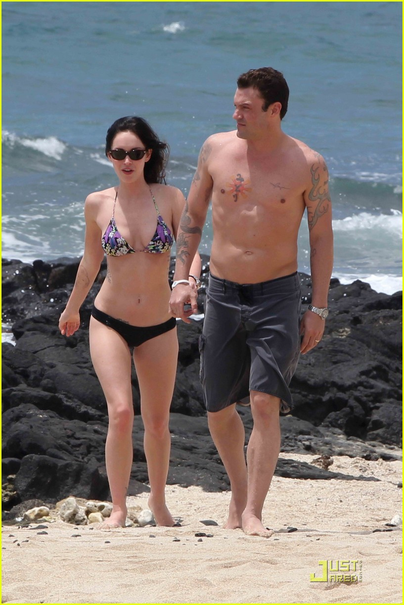 megan fox brian austin green hawaii beach 02