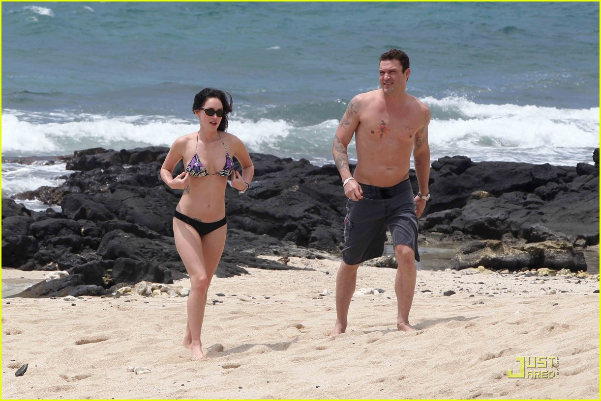 megan fox brian austin green hawaii beach 06