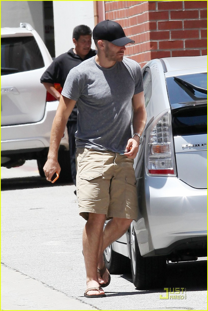 jake gyllenhaal low profile 022555115